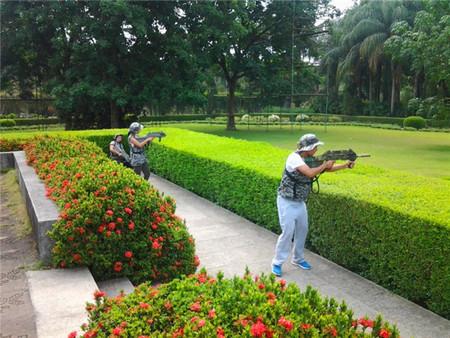 花卉园景区销售部人员真人CS野战对抗活动